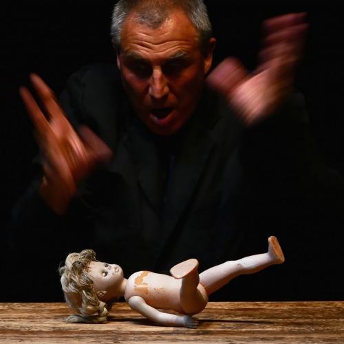 L'ogre et la poupée